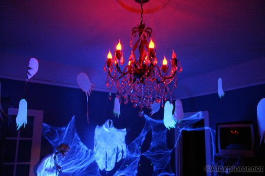 Alexplorer\'s Halloween Page: More fun with Blacklights