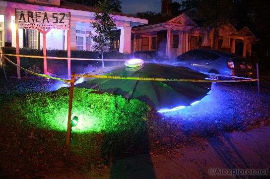 Alexplorer 39 s halloween page saucer attack for Alien decoration